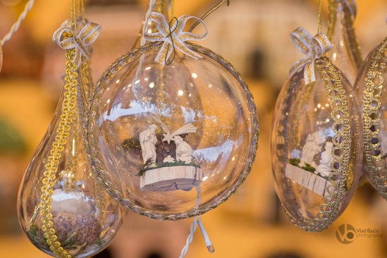 Glass-Christmas-globes-with-golden-bows-and-Jesus-birth-scene