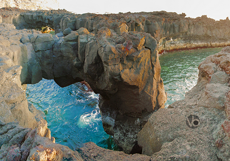 Volcanic-arch-panorama-in-Ponta-da-Ferraria-Sao-Miguel-island-Azores